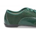 Zapato tipo Blucher combinado con lazos en piel serraje y charol.