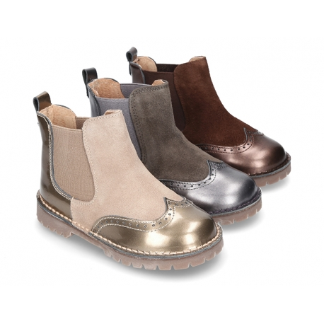 Combined leather ankle boots with elastic band and thick outsole.