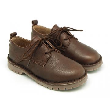Zapato tipo Blucher Casual en piel lisa y suela gruesa.