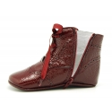 Little Pascuala style boots for babies in patent leather.